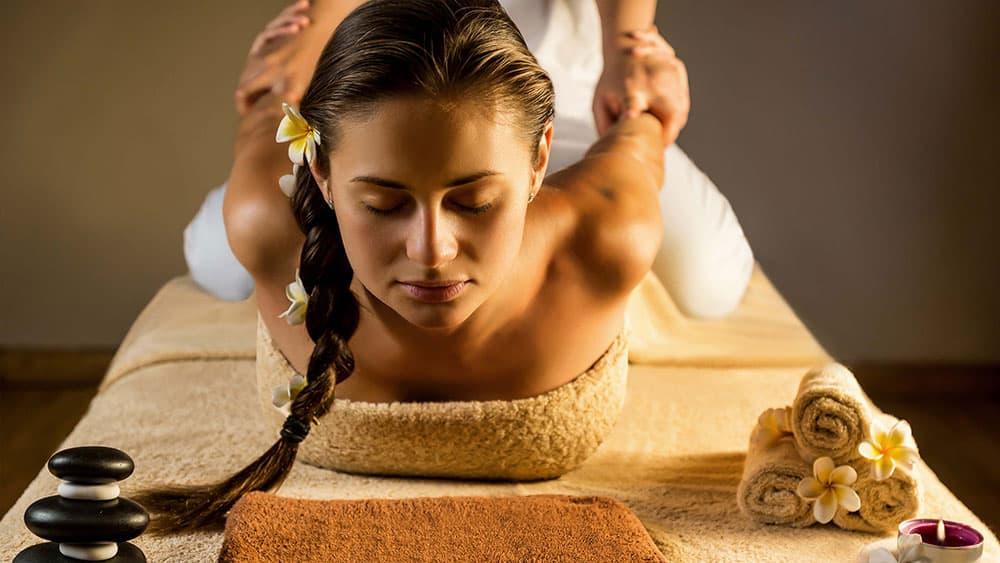 paziente durante un massaggio muriabyangam