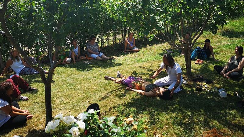 studenti durante il corso di formazione sciamanica