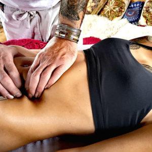 svolgimento di un massaggio ayurvedico